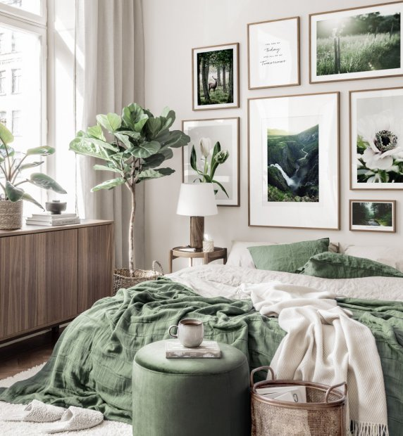 Natur inspired gallery wall landscape nature posters flowers green interior walnut frames